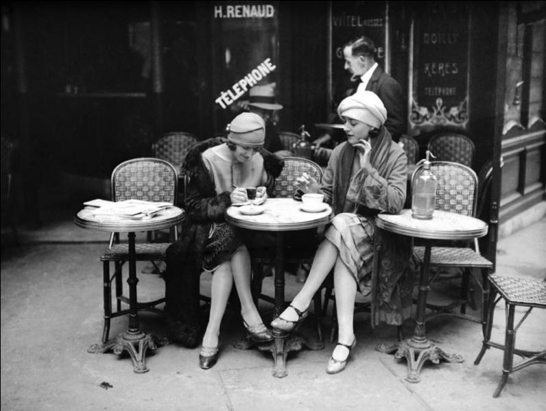"""De qui est la chanson """"Le Café des trois colombes"""" ?"""