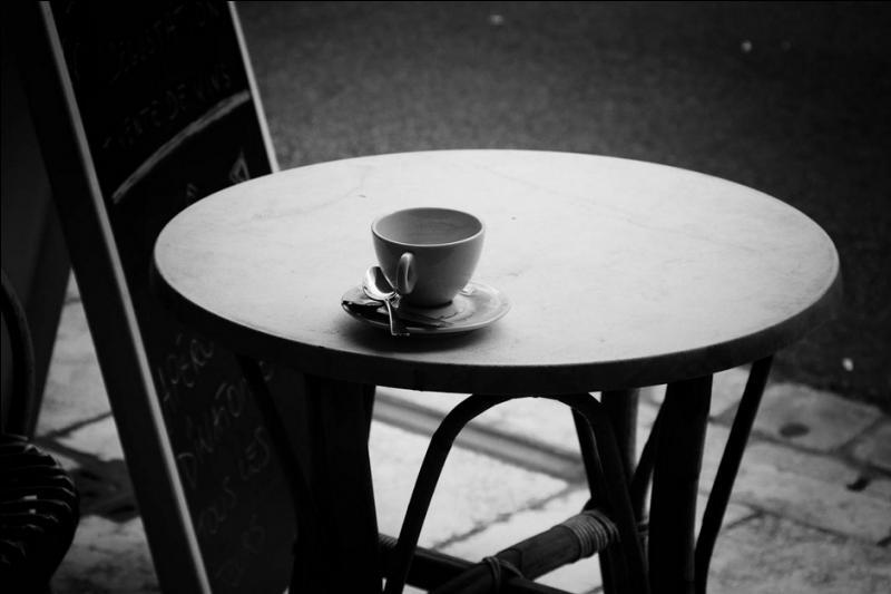"""De qui sont ces paroles qui ont fait le tour du monde : """"Tout seul je bois mon café, je suis en retard"""" ?"""