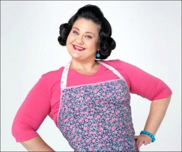 Comment s'appelle la femme de ménage ou cuisinière de Violetta ?