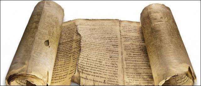 Une série de parchemins et de fragments de papyrus bibliques ont été retrouvés dans onze grottes à proximité du site de Qumrân. Comment s'appelle cette série de manuscrits ?