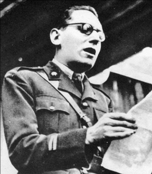 Ce journaliste a participé à la libération de la France en 1944. Mais, sous l'occupation, les Français ont pu l'entendre plus de 1000 fois dans l'émission « Honneur et Patrie », sur les ondes de « Radio Londres ». Il participa à divers gouvernements sous les IVe et Ve Républiques. Qui est-il ?