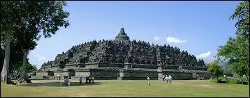 Dans quel pays se situe ce monument appelé Borobudur ?