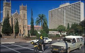 Quel était l'ancien nom de Harare, la capitale actuelle du Zimbabwe ?