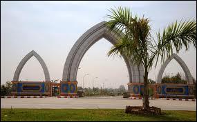 Quelle ville est devenue en 2005 la capitale politique et administrative de la Birmanie, remplaçant Rangoon ?