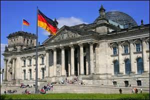 En quelle année des crises éclatèrent-elles à Berlin ?