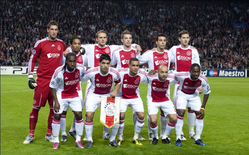 Sport. Dans quelle capitale européenne le club de football surnommé l'Ajax, vainqueur par 4 fois de la ligue des champions, a t-il été fondé ?