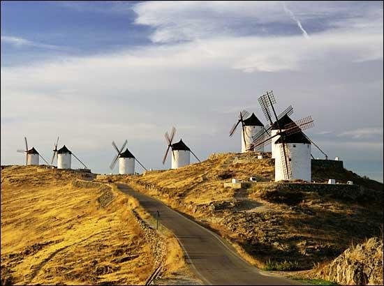 Littérature. Dans quelle communauté autonome espagnole sont situés les moulins à vent contre lesquels se bat Don Quichotte dans le roman éponyme de Cervantes.
