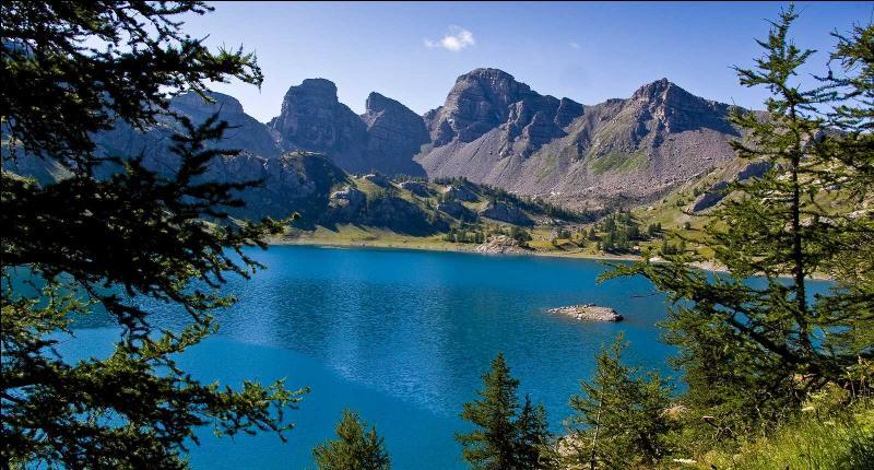 Environnement. En 2013 est né le premier parc naturel européen, il unit deux parcs naturels nationaux. Lesquels ?