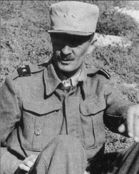 C'est un proche d'un des noms de la 2e Guerre mondiale, comme lui, il combat sous ses ordres en Afrique du nord à Koufra. Qui est cette personne ?
