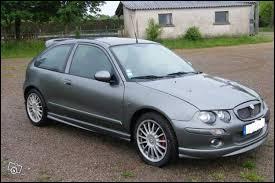 Voici la Rover 25 flanquée du logo MG. Dans ce cas, comment s'appelle-t-elle ?