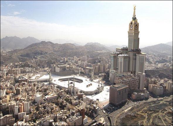 L'Abraj Al Bait Towers est un complexe formé de sept gratte-ciel en construction dont la plus haute tour culminera à 577 mètres. Où se situe-t-il ?