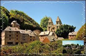 Je vous emmène maintenant à la découverte de Conques. Commune Aveyronnaise classée parmi les Plus Beaux Villages de France, elle se situe en région ...