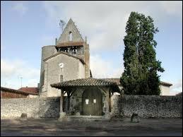 Je vous emmène à Pompogne. Village aquitain connu pour son pin qui pousse sur le clocher de l'église, il se situe dans le département ...