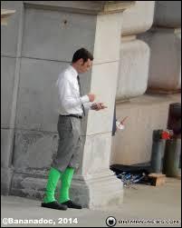 Pourquoi Jimmy Olsen a-t-il ça aux jambes ?