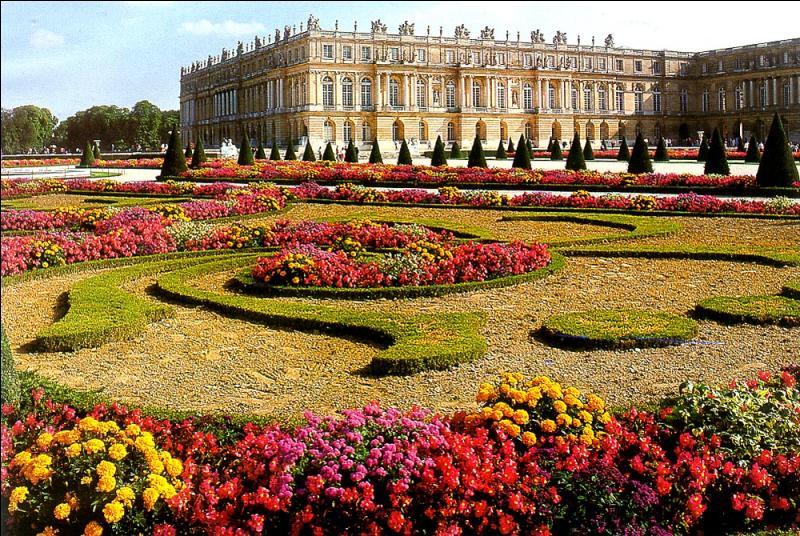 Quel château devient la résidence des rois de France de 1682 à 1789 ?
