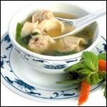 Ce plat est une soupe à base de ravioli.