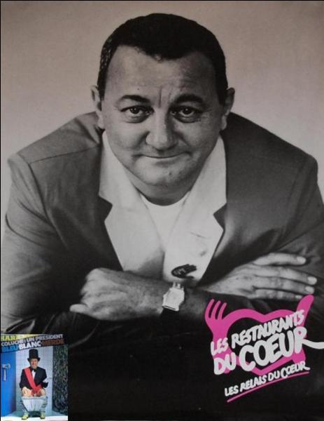 Tout le monde connaît cette photo de Coluche que l'on voit à l'affiche des « Restos du cœur ». Mais connaissez-vous à quel moment cette photo a été prise ?