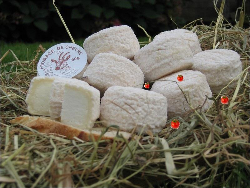 Pour le plaisir de l'oeil. Quels fruits mettent une touche de couleur sur le blanc crémeux de ces fromages de chèvre ?