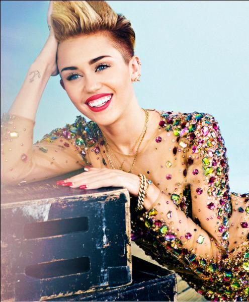 Vulgaire, oui j'avoue mais c'est une chanteuse unique qui sait se démarquer des autres ! Elle a commencé avec Disney , c'est bien sûr :