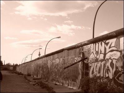 Après 28 ans d'existence, quand a été démoli le mur de Berlin ?
