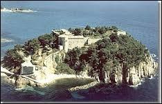 Pour visiter le Fort de Brégançon, rendez-vous dans le département ...
