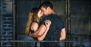 Quand Tris et Tobias sont en bas du Gouffre, Tobias confie à Tris qu'elle lui plait et que maintenant qu'elle sait pour Marcus .... ?