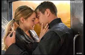 Après l'attaque, quand Tris vient désactiver le système et se bat avec Quatre, quand celui se réveille que fait-il ?