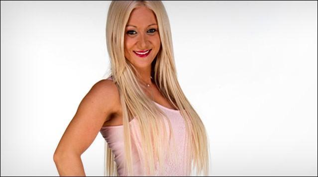 Comment s'appelle cette belle blonde ?