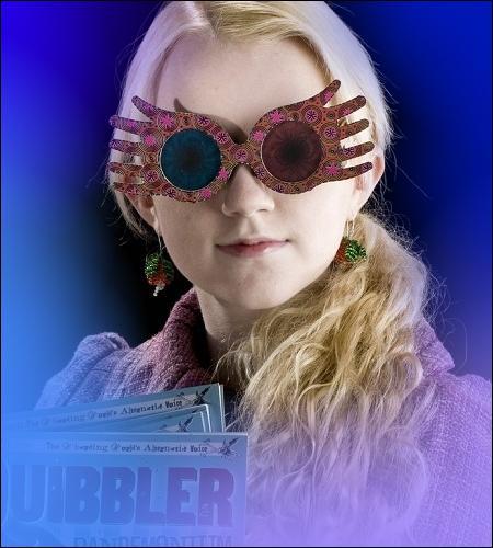 Tome 6 : Toujours dans le train, Luna retrouve Harry grâce à ses fameuses lunettes (Lorgnospectres) ; tout ça, on le voit...