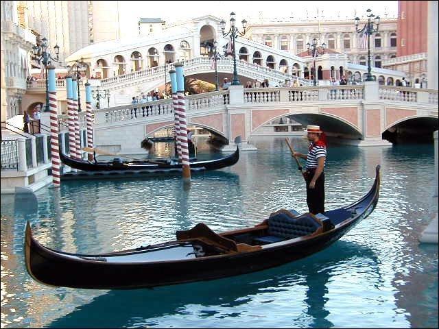 """1973. """"Les gondoles à Venise"""" interprétée par Ringo et... !"""