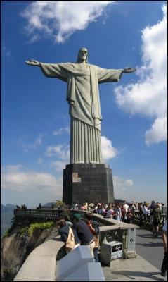Lieu touristique le plus fréquenté de Rio, créé en 1932. Je suis :