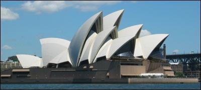 Monument le plus célèbre d'Australie, bâti en 1973. Je suis :