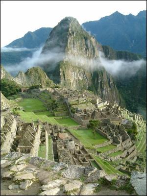 Ville construite par les Incas dans la cordillère des Andes à plus de 2 000 m d'altitude, au 15e siècle. Je suis :