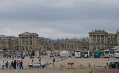 Résidence des rois de France Louis XIV, Louis XV et Louis XVI, au 17e siècle. Je suis :