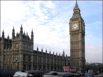 Tour du Palais de Westminster, siège du Parlement britannique. Je suis :