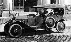 La première voiture sortie des usines Citroën qui fut aussi la première voiture européenne fabriquée en série, s'appelait :