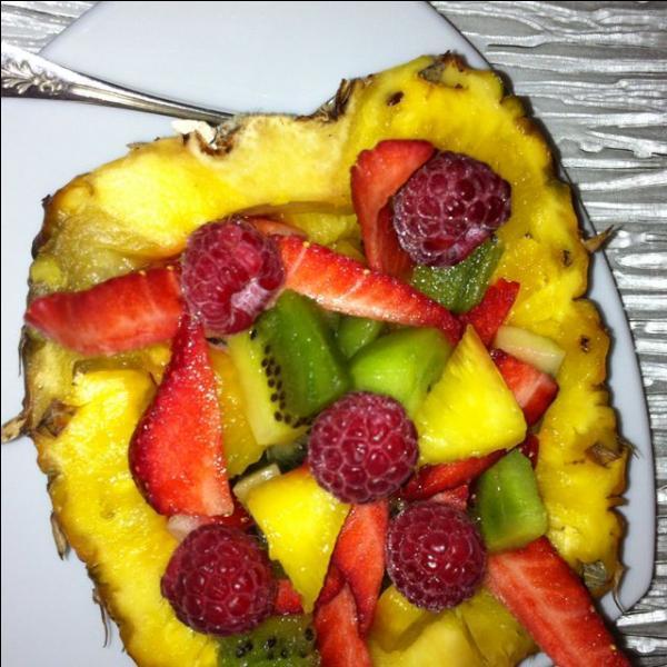 Quels fruits entrent dans la composition de cette salade de fruits ?