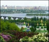 Une des ancienne région de ce pays est la Crimée, quelle est la capitale de ce pays ?