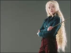 Quel journal Luna était-elle en train de lire lors de sa rencontre avec le jeune Potter ?