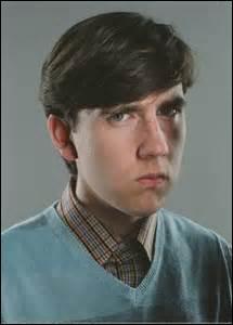 Qui, de ces personnages, effraie le plus Neville ?