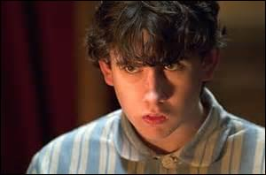 Contre quels professeurs Neville se rebelle-t-il en septième année ?