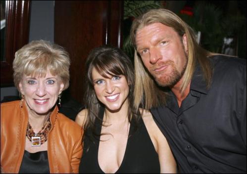 A quel membres de la famille McMahon a-t'il fait un DDT & RKO ?