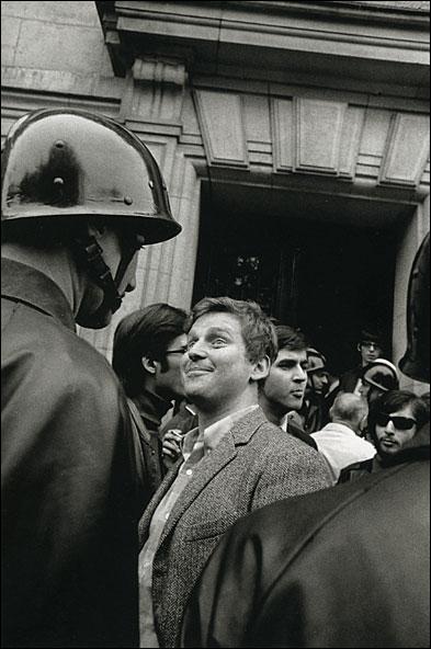 Un lieu : la Sorbonne, une date 1968, avec ces deux indices pouvez-vous me dire qui est sur la photo ?