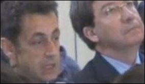 Nicolas Sarkozy a trouvé le moyen de visiter un lycée en banlieue parisienne sans se faire chahuter. Lequel?