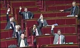 Surprise: jeudi midi, lors du vote final de la loi Hadopi, l'Assemblée nationale a rejeté le texte. Selon le gouvernement, pourquoi la majorité s'est-elle retrouvée minoritaire?