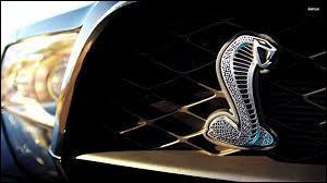 Comment se nomme ce modèle sorti dans les années 60 par le constructeur anglais AC, puis repris par Ford dans les années 2000 ?