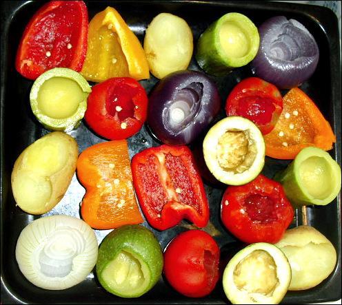Que va préparer le chef avec tous ces légumes qu'il a soigneusement coupés ?