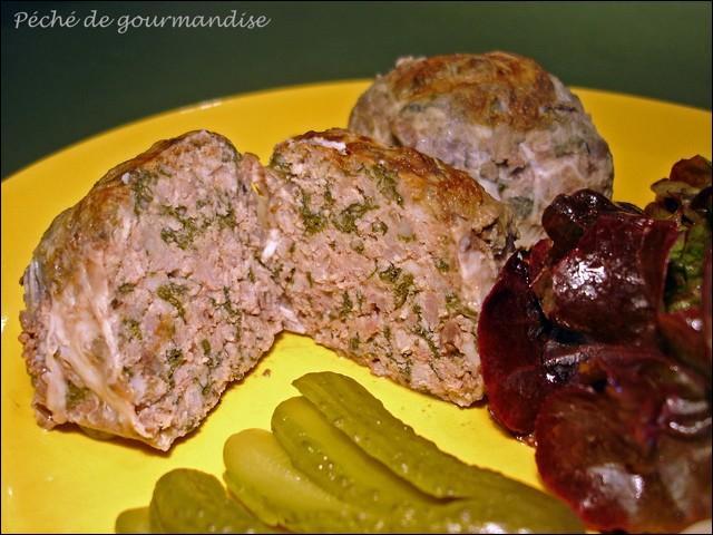 Quelle est cette préparation culinaire de cochonnaille, qui se mange chaude ou froide en entrée, spécialité ardèchoise ou drômoise ?