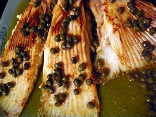 Mais si ! Il y a du poisson ! Voici une raie à la grenobloise à choisir si vous aimez ...