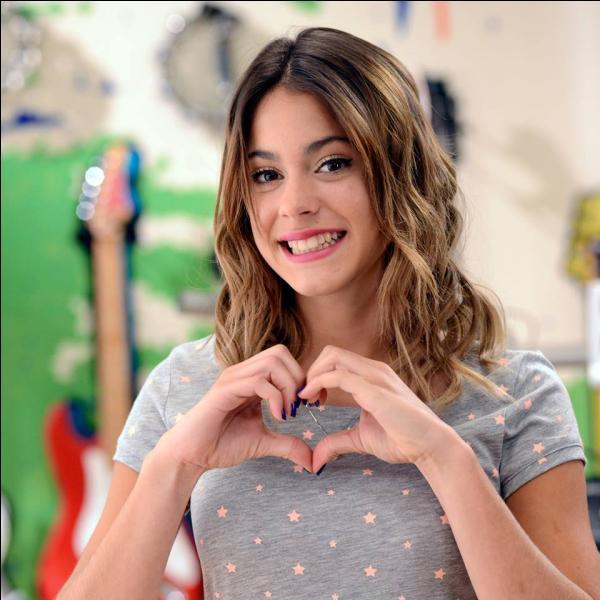 Violetta adore :